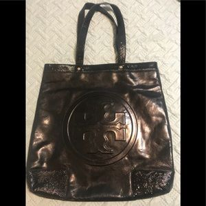 Tory Burch Bombe T crinkle leather tote